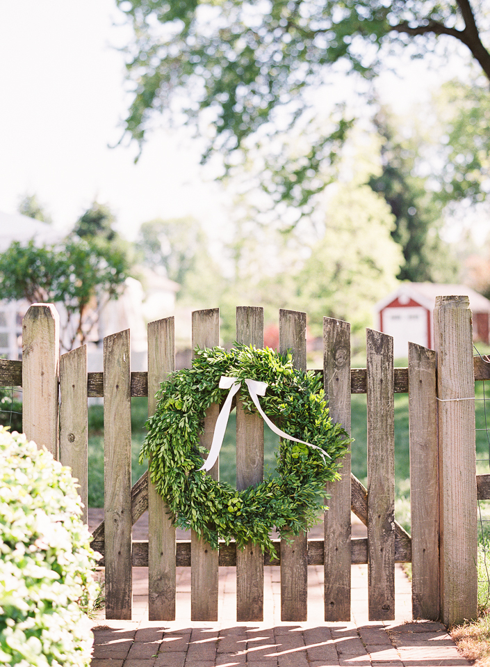 Lucy_Matt_Backyard_Virginia_Wedding_AshleyRelvas_Blog-8